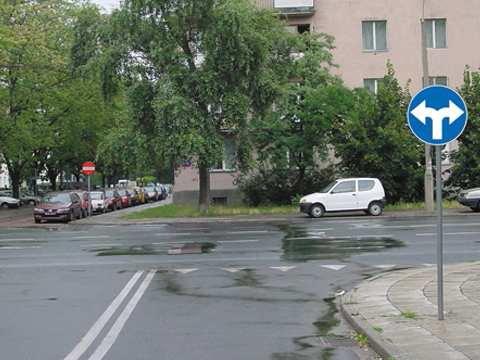 nakaz jazdy prosto,w lewo lub w prawo